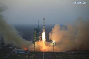 """Dwóch chińskich astronautów leci do """"Niebiańskiego pałacu"""""""