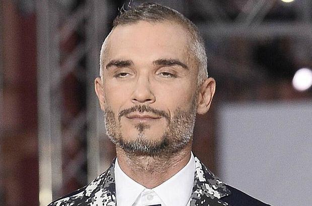 Maciej Myszkowski, były partner Justyny Steczkowskiej, wybrał się samotnie na warszawską imprezę modową. Wystąpił tam w roli modela.