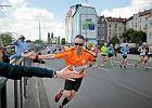 Wings For Life 2016 w Poznaniu. 4 tys. biegaczy ucieka�o przed Adamem Ma�yszem