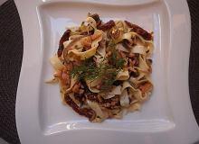 Tagliatelle z wędzonym łososiem i suszonymi pomidorami - ugotuj
