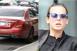 Anna Mucha kilka dni temu stała się celem paparazzo, ale to, co uwiecznił na zdjęciach, zaskoczyło nawet nas. Na kierownicy auta aktorki wisiał stanik. Pytanie nasuwa się samo: Aniu, co tam się wcześniej wydarzyło?