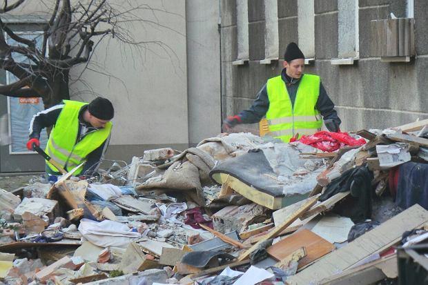 Po wybuchu w kamienicy: tony gruzu, 3 osoby wci�� w szpitalu