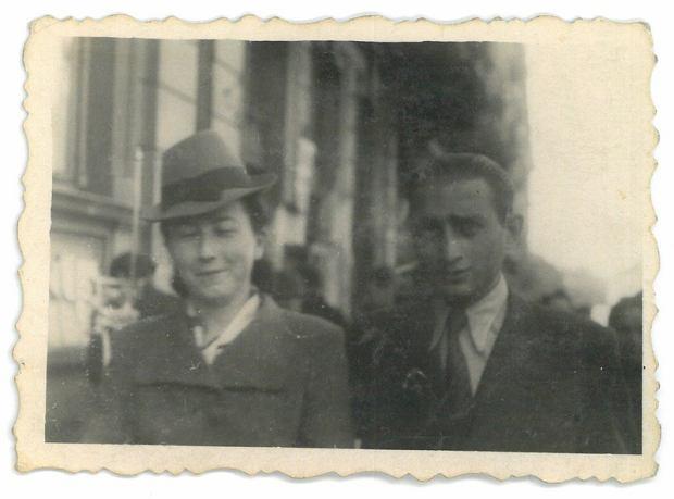 David Lipstadt i Bala Parzeczewska Lipstadt w getcie warszawskim w 1942 roku.