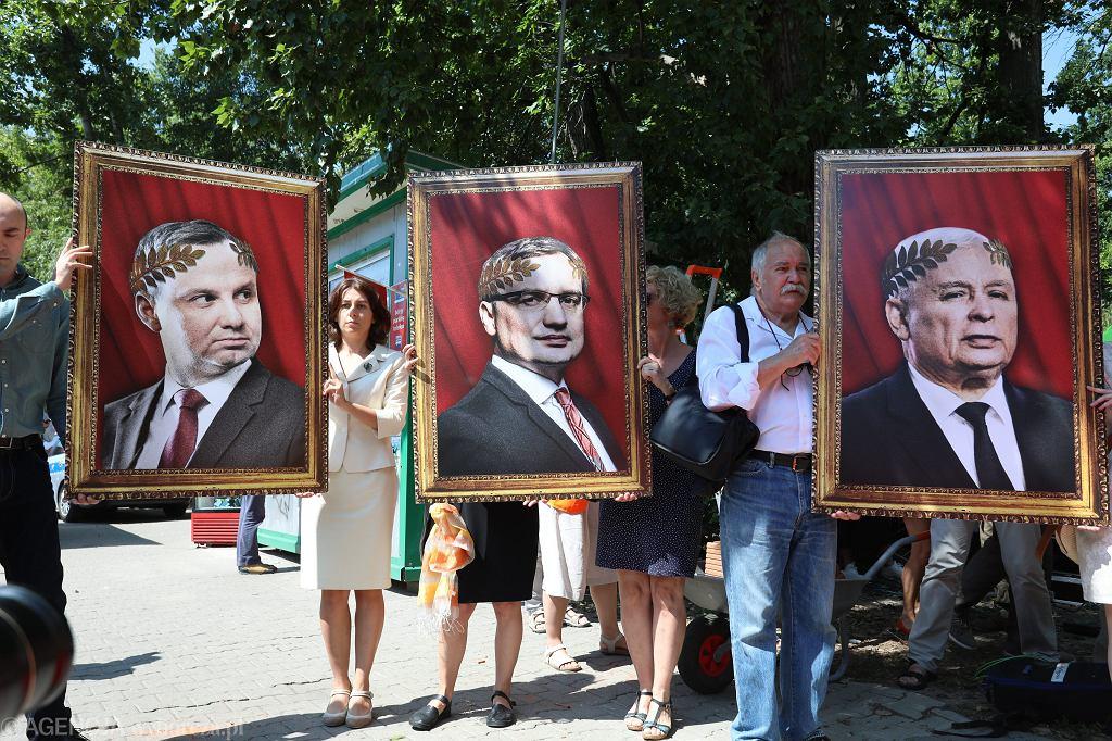 'Komitet Rozbiórki Sądownictwa' - happening pod siedzibą KRS. Warszawa, 27 lipca 2018