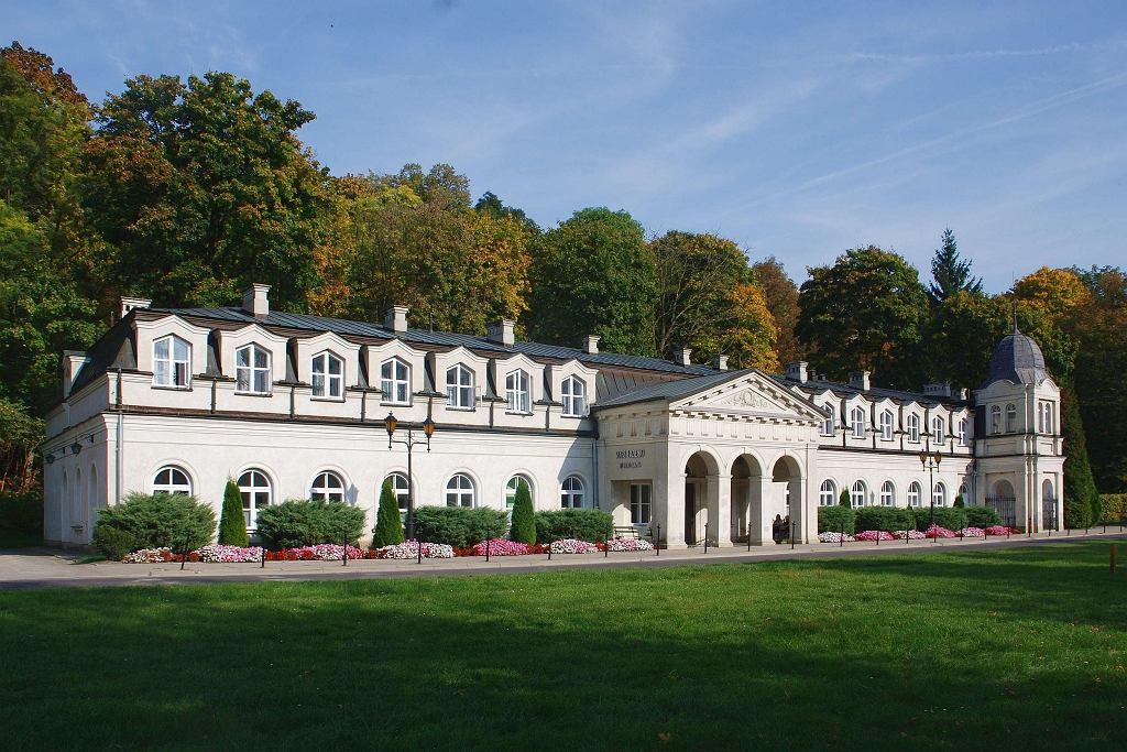 Sanatorium 'Stare Łazienki' w Parku Zdrojowym w Nałęczowie / Fot. Henryk Bielamowicz, CC BY-SA 4.0