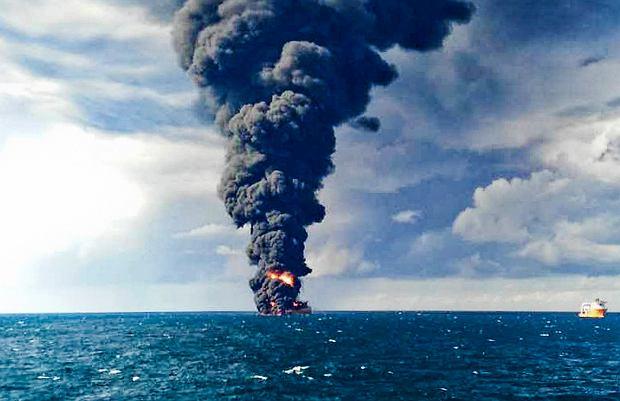 Płonący irański tankowiec