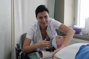 Masaże, malowanie paznokci, fryzjer i kosmetyczka - a wszystko to w szpitalu