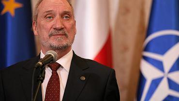 Antoni Macierewicz twierdzi, że Jerzy Miller, badający katastrofę smoleńską za rządów PO, 'winien jest niedopełnienia obowiązków, a być może także działania na szkodę śledztwa'. Zapowiada wniosek do prokuratury.
