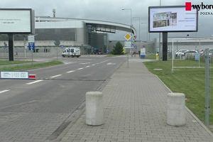 Zmiany na parkingu lotniska Ławica. Strefa Kiss&Fly działa inaczej [WIDEO]