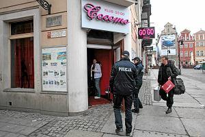Policyjny nalot na kluby Cocomo. Ju� pi�cioro zatrzymanych