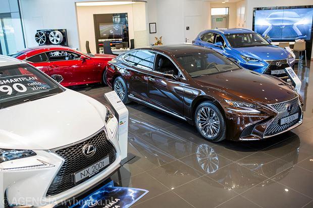 Sprzedaż nowych aut w Europie zaczęła spadać. Także w Polsce wygasa boom motoryzacyjny