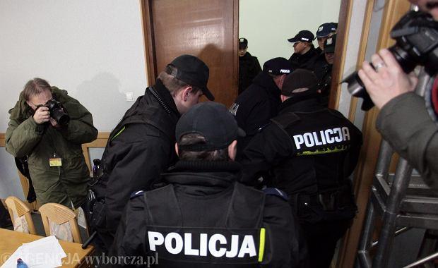 Policja ma wypracowa� zasady wsp�pracy z dziennikarzami. Aby unikn�� sytuacji jak z siedziby PKW