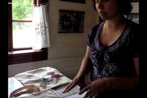 Krajki, malowane torby, koszyki z papierowej wikliny... wykonane w skansenie. Uczyli się mali i duzi.