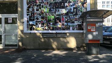 Baner, który zawisł kilka dni przed protestem przed Szpitalem Bielańskim.