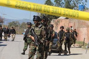 Pakistan zamknął granicę z Afganistanem i ostrzeliwuje go z ziemi i powietrza