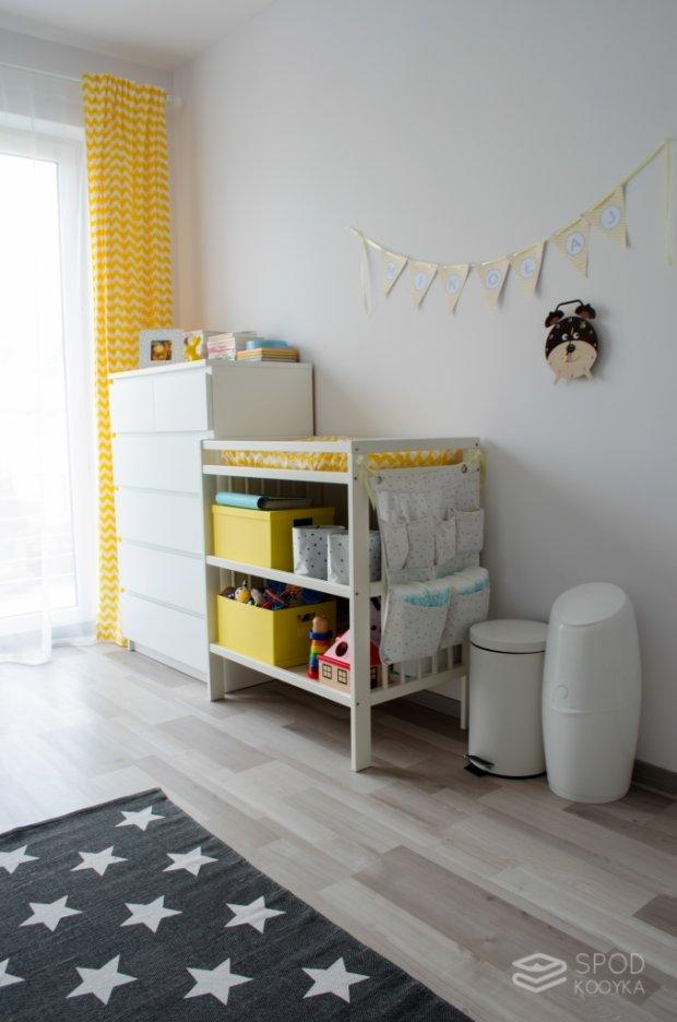 Żółto-szary pokoik dziecięcy