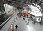 """Lotnisko w Modlinie: nowe """"followki"""", sushi i apteka"""