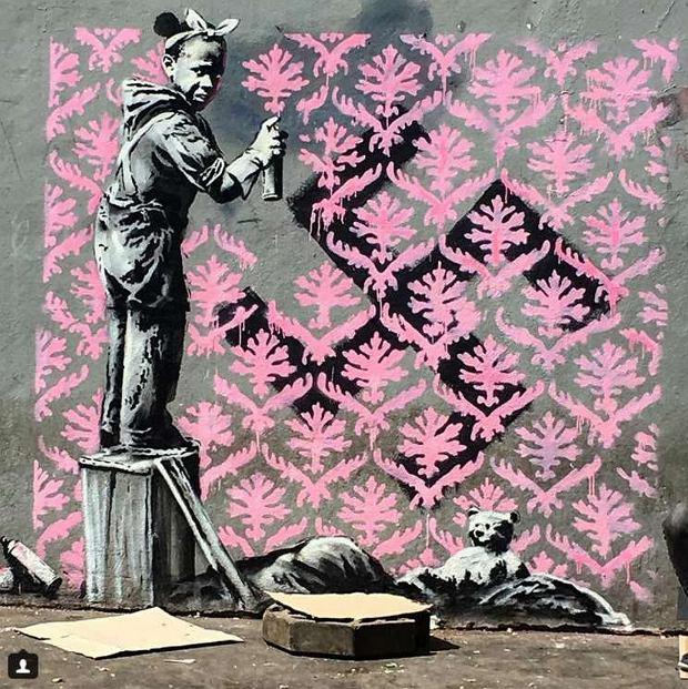 Banksy stworzył w Paryżu nowe, bardzo polityczne murale [ZDJĘCIA]
