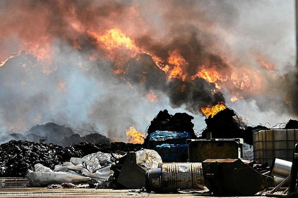Pożar odpadów, zdjęcie ilustracyjne.