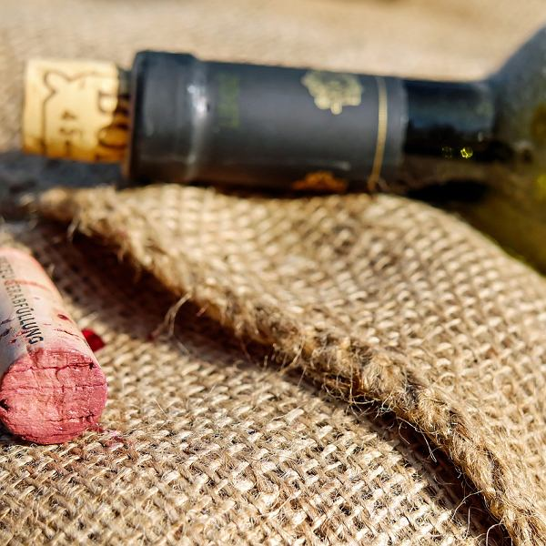 Alkohol wciąż jest u nas stygmatyzowany, i to do tego stopnia, że większość lajfstajlowych magazynów boi się publikacji edukacyjnych tekstów o winie w obawie, iż zostanie posądzona przez PARPA o niedozwoloną reklamę napojów wyskokowych.