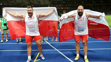 Radość zwycięzców konkursu w pchnięciu kulą, złotego medalisty Michała Haratyka (z prawej) i srebrnego Konrada Bukowieckiego.