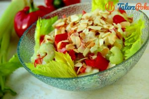 Łatwy przepis na sałatkę z selera naciowego, jabłka i ananasa