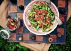Wst��ki z og�rka z sosem pomidorowym i kolendr�
