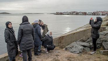 Pamiątkowe zdjęcie w nowym domu - zamieszkanej przez kilkaset osób wiosce Klädesholmen nad bałtycką cieśniną Kategatt