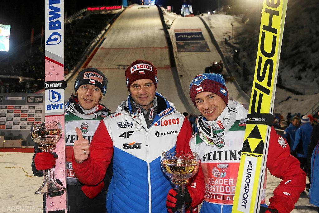 Oberstdorf. Erdinger Arena. Od lewej: Dawid Kubacki, Stefan Horngacher, Kamil Stoch