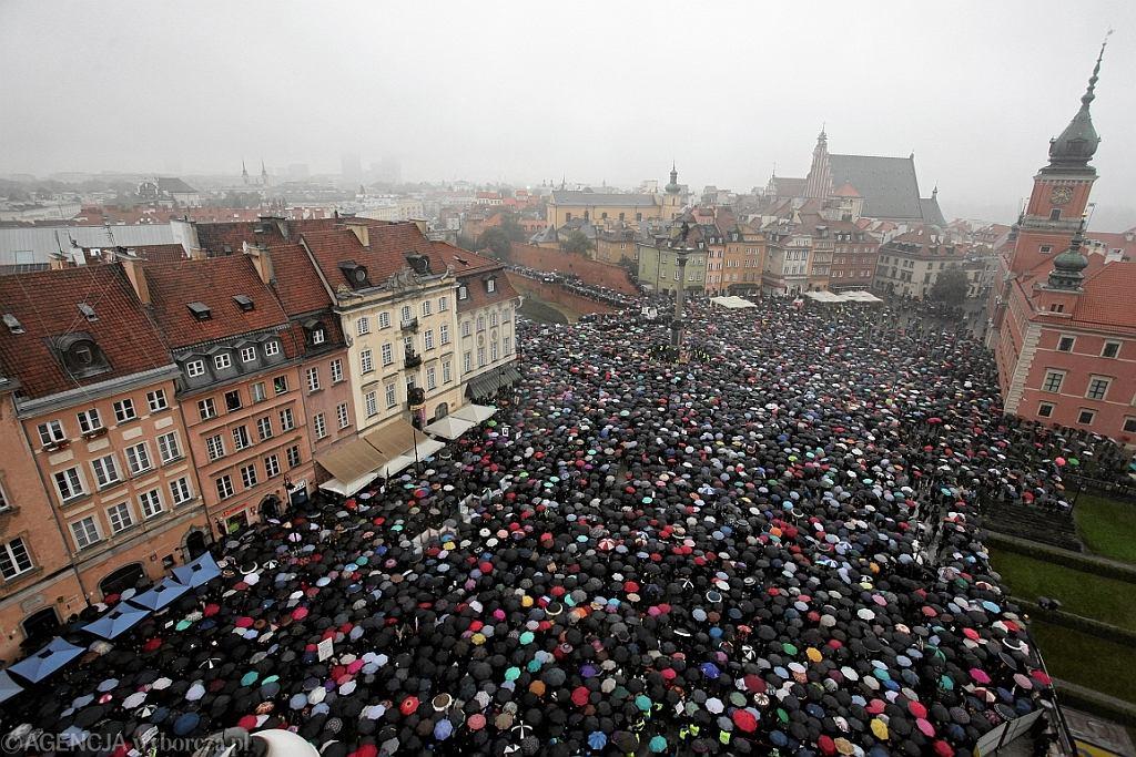 Czarny Protest przeciw ustawie antyaborcyjnej (fot. Sławomir Kamiński/AG)