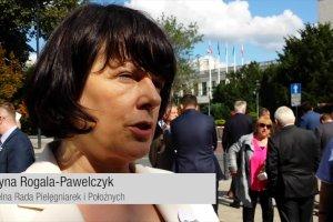 Strajk piel�gniarek w Warszawie. 5 lat nie �pi�, dziennie pokonuj� do 30 km. Chc� godnie zarabia�