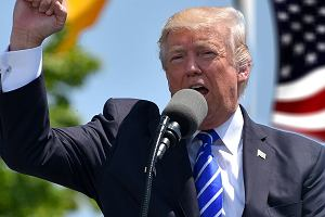 Donald Trump przechodzi od słów do czynów. Celne uderzenie w Chiny. Początek wojny handlowej?