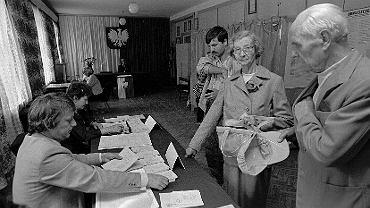 Pierwsze wybory samorządowe w wolnej Polsce odbyły się w 1990 roku