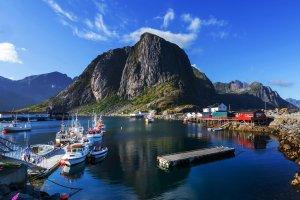 Lofoty: po��w dorsza, zorza polarna i kitesurfing na �niegu. Najlepsze wiosenne atrakcje Lofot�w