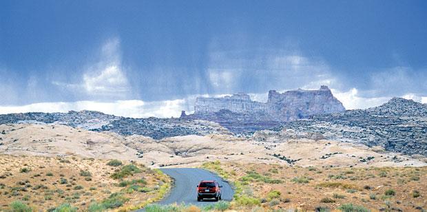 Podróże: samochodem przez Dziki Zachód, samochody, ameryka północna, podróże, Deszcz nad Utah w okolicach Gobblin Valley