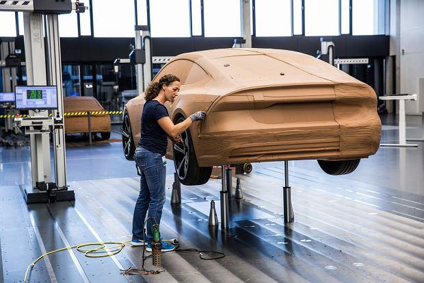 Prace nad modelem glinianym Audi A7