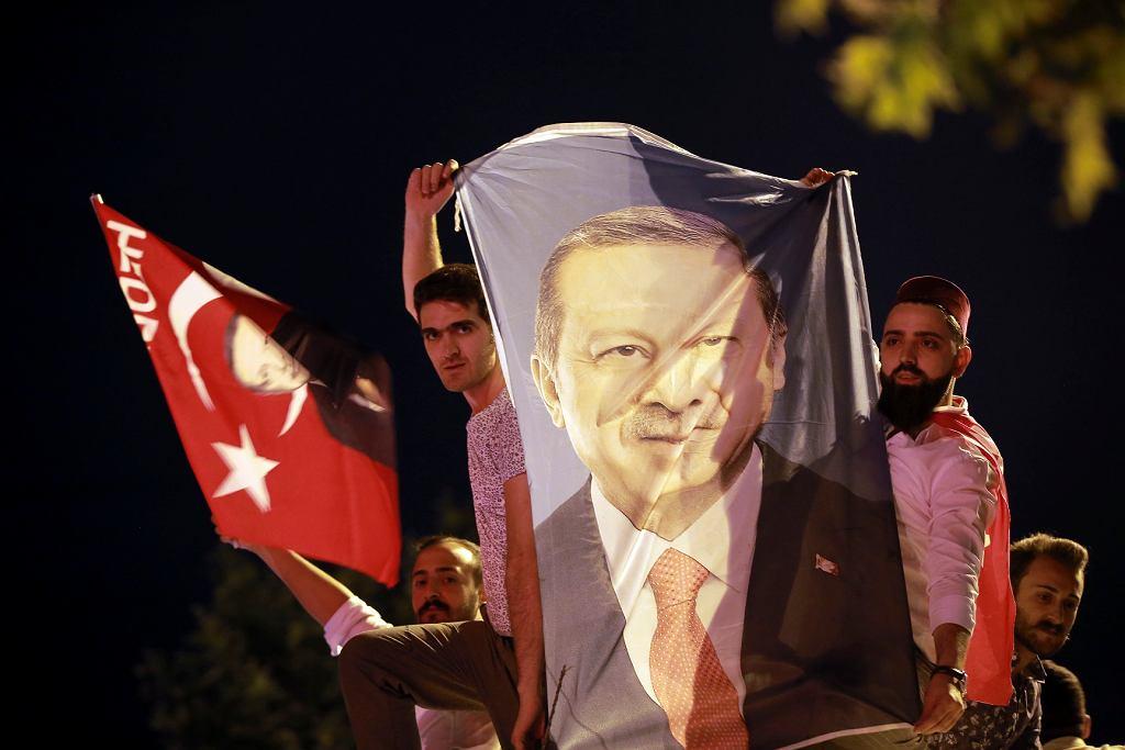 Wybory w Turcji. Erdogan i jego zwolennicy już świętują wygraną