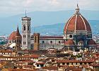 Toskania. Florencja. Katedra Santa Maria del Fiore. Budowa obecnej katedry zako�czy�a si� w 1436 r., kiedy Filippo Brunelleschi przykry� ca�� konstrukcj� kopu��, najwi�ksz� od czas�w staro�ytnych. Bogato zdobiona, bia�o-zielona fasada z marmuru tworzy kontrast z surowym wn�trzem.