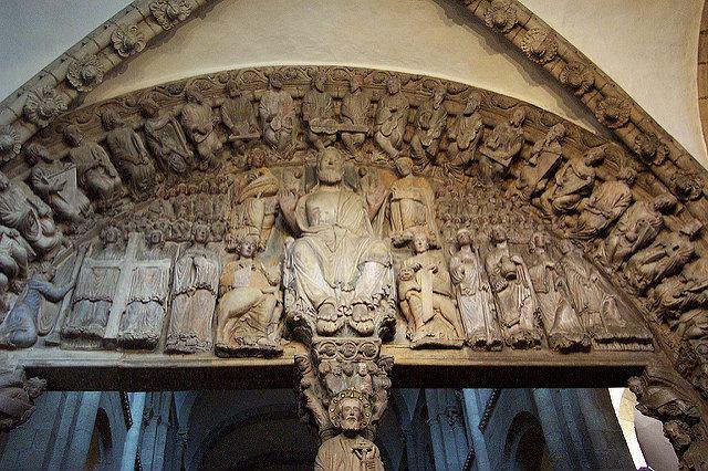 Fan zespołu KISS zniszczył rzeźbę w katedrze w Hiszpanii