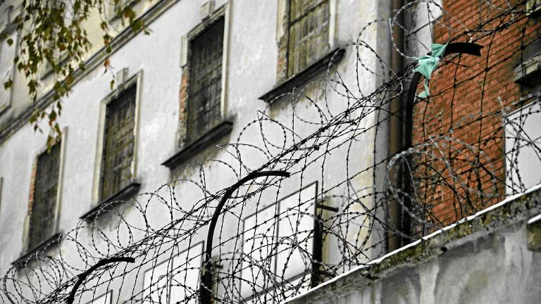 W Polsce ponad 41 tys. skazanych chodzi po ulicach, bo nie ma dla nich miejsca w zakładach karnych