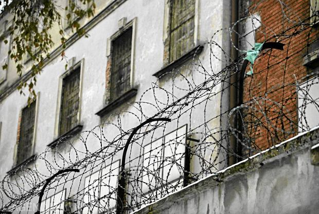 W Polsce ponad 41 tys. skazanych chodzi po ulicach, bo nie ma dla nich miejsca w zak�adach karnych