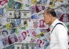 Trwa os�abianie chi�skiej waluty. W�adze: Sytuacja jest pod kontrol�