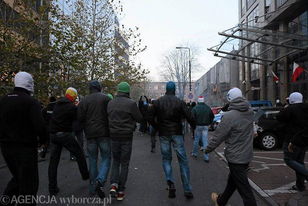 11.11.2013 Warszawa , ul. Skorupki . Uczestnicy Marszu Niepodleglosci zaatakowali squat