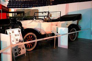 Stare samochody, które palą jak smoki i resoraki. Targi Moto Arena [ZDJĘCIA]