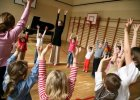"""Czy muzyka w szkole zaciekawi dzieci? Uczą się Moniuszki oraz """"pląsania"""". """"Podstawa programowa to tylko minimum..."""""""