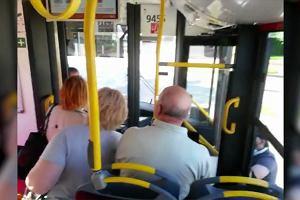 Kierowca nie wpuścił mężczyzny na wózku do autobusu. Doszło do awantury. Pasażerka wszystko nagrała