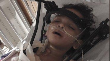 Malutka Tai z�ama�a kr�gos�up w wypadku. W szpitalu nie by�o z ni� rodzic�w