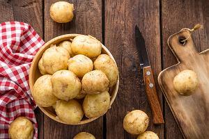 Jak obrać ziemniaki bez wysiłku? Szef kuchni radzi, by zrezygnować z obieraczki