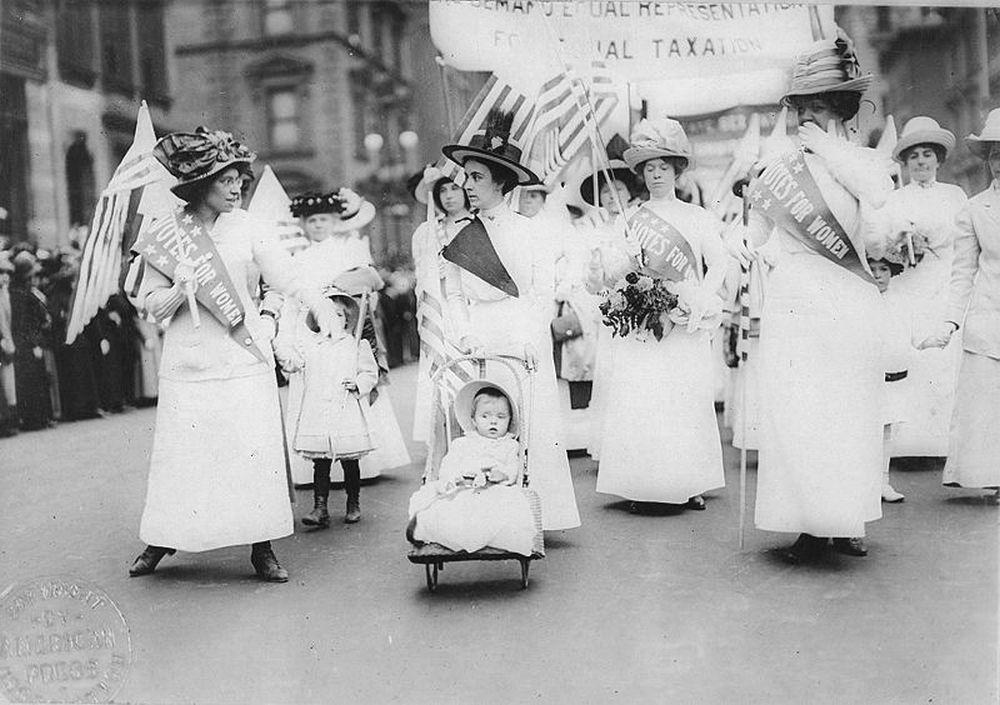 Parada sufrażystek w Nowym Jorku, maj 1912 roku (fot. autor nieznany / Wikimedia Commons / public domain)