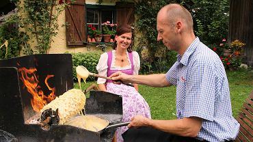 Wylewanie ciasta w czasie pokazów pieczenia Brandenberg Prügeltorte tylko wygląda banalnie. Tak naprawdę to wyzwanie